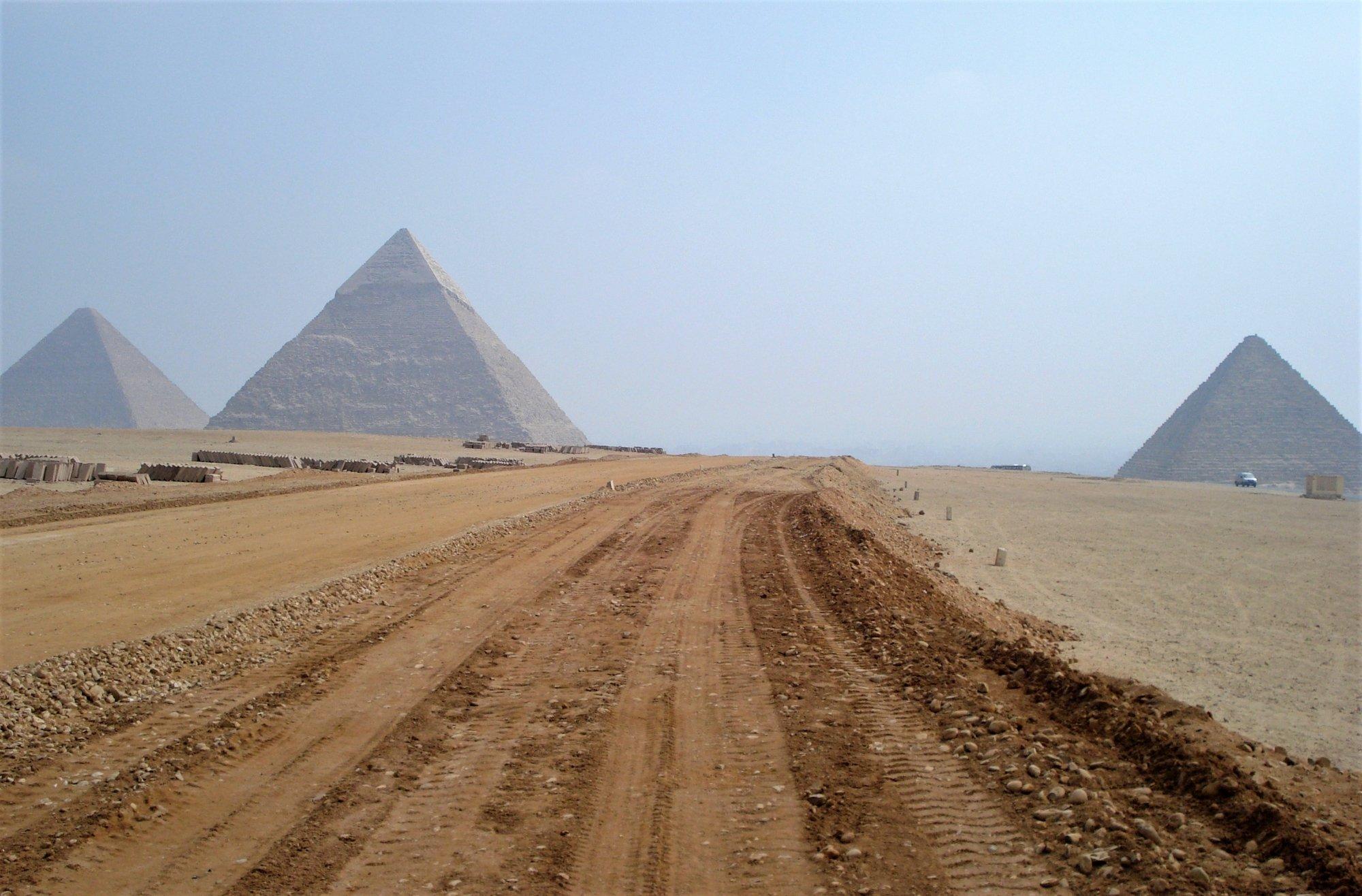 3 pyramids of Egypt at Giza