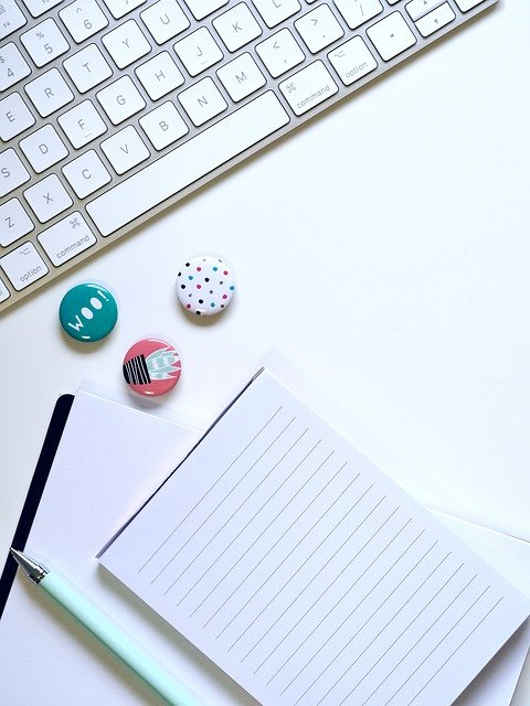 How to start freelance blogging with a keyboard, two notebooks and three small magnets
