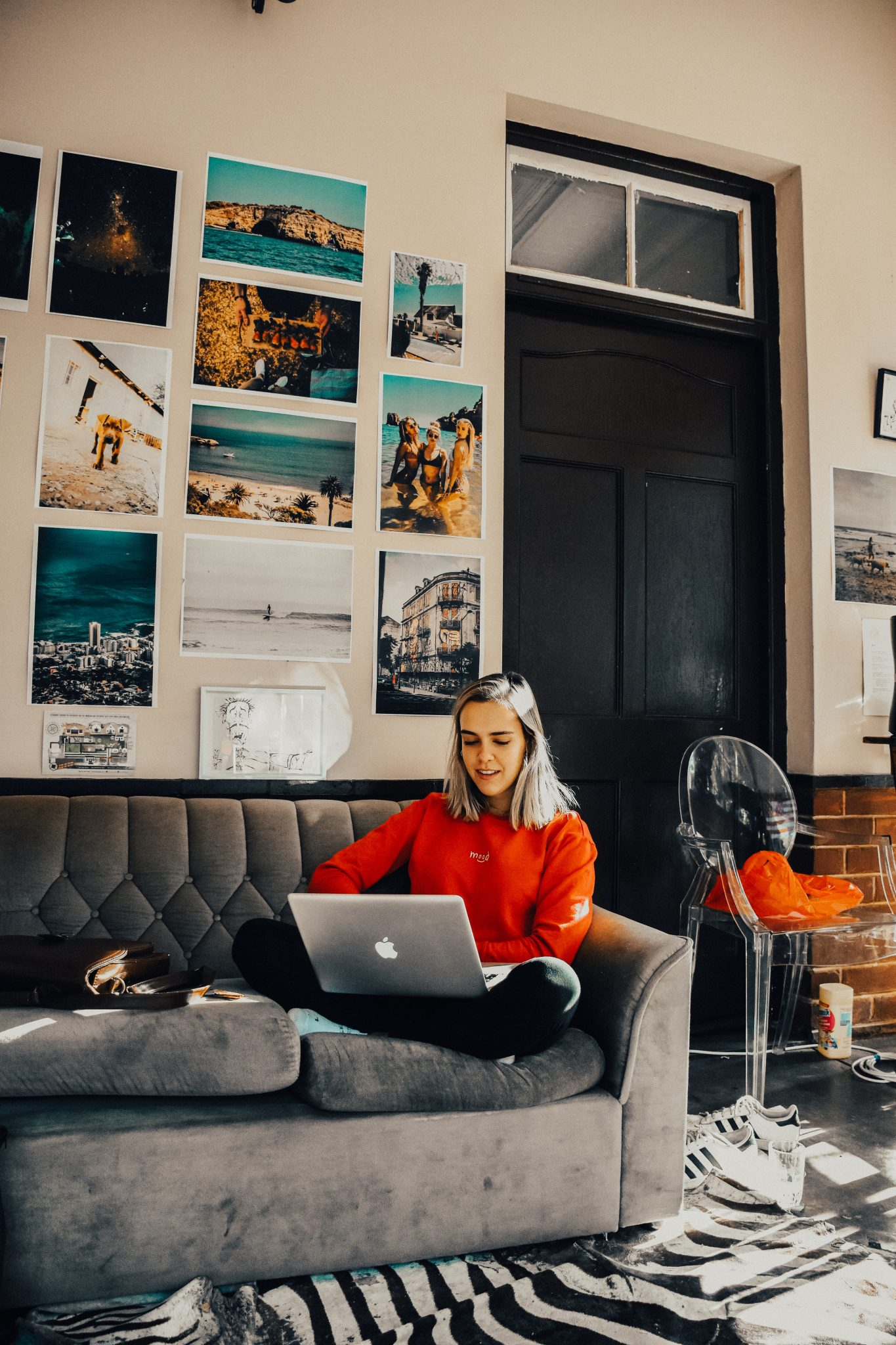 Woman with iMac laptop on sofa discovering the best side hustles